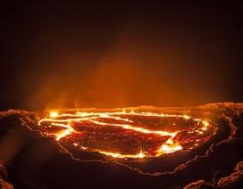 """Rợn người hình ảnh núi lửa mở toang """"cánh cổng dẫn tới địa ngục"""""""