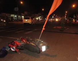 4 người bị xe tải tông thương vong khi dừng chờ đèn đỏ