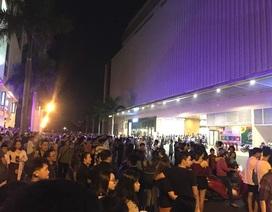 Hàng trăm người tháo chạy khỏi Trung tâm thương mại Crescent Mall trong đêm
