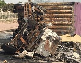 Xe container bốc cháy, 2 người bị thiêu chết
