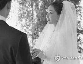 """Hé lộ thông tin """"độc"""" về chồng kém chục tuổi của Choi Ji Woo"""