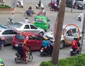 Tạm giữ tài xế xe bán tải đi ngược chiều, lùi xe cán một phụ nữ tử vong