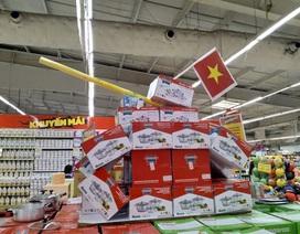 Ăn theo ngày lễ, siêu thị dựng xe tăng chiến thắng bằng mì tôm, bột giặt