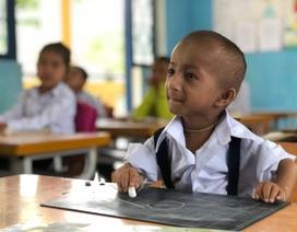 """Bật khóc trước """"bí mật"""" của người thầy dành cho học trò tí hon 10 tuổi nặng 3,9 kg"""