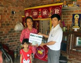 Hơn 14 triệu đồng được trao đến gia đình chị Ngô Thị Kim Phượng