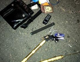 Liên tục phát hiện trên xe taxi có ma túy và vũ khí nóng
