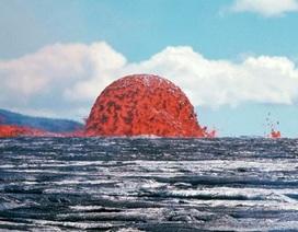 Núi nham thạch trồi lên giữa biển khiến nhiều người khiếp sợ
