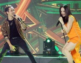 """Mang bầu 6 tháng, Lan Phương vẫn hát rock và """"quẩy"""" nhiệt tình"""
