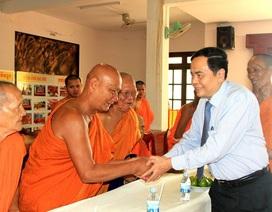Chủ tịch UBTƯ Mặt trận Tổ quốc Việt Nam chúc Tết cổ truyền của đồng bào Khmer