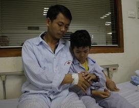 Hai bố con anh Vũ bị ung thư máu đã nhận được gần 1 tỉ đồng giúp đỡ từ bạn đọc