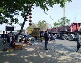 Đại lộ Thăng Long ùn tắc kéo dài vì taxi chắn đường cho một buổi cúng lễ