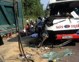 Xe khách tông xe tải, 2 cháu bé tử vong