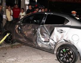 Xe con tông 4 xe máy và ô tô, 1 người tử vong