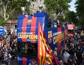 Barcelona diễu hành xe bus ăn mừng cú đúp danh hiệu
