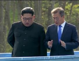 Khi ông Kim Jong-un trổ tài... quyến rũ