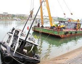 Tàu du lịch bị nước tràn vào khoang máy, đình chỉ toàn bộ đội tàu