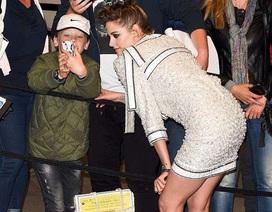 Kristen Stewart thân thiện với fans tại Cannes