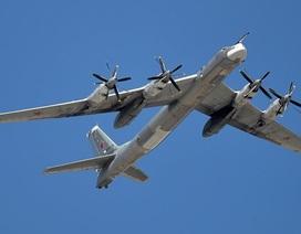 Mỹ điều máy bay chiến đấu chặn máy bay ném bom Nga gần không phận