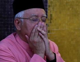 Vừa thua cuộc, cựu thủ tướng Malaysia bị cấm rời nước