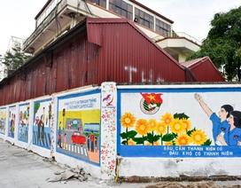 Hàng chục bích họa rực rỡ trên tường cũ ở Hà Nội