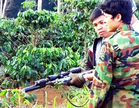 Mang súng tự chế đi săn, bị đạn găm trúng ngực