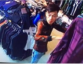 Hà Nội: Vờ quay lại lấy chiếc quần, nam thanh niên trộm luôn xe máy