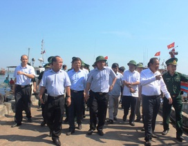 Phó Thủ tướng Trương Hòa Bình thăm ngư dân Quảng Bình