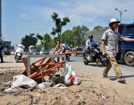 Hà Nội: Nguy hiểm rình rập trên đường nghìn tỷ đang thi công