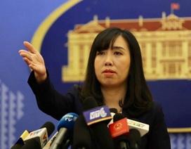 """Bộ Ngoại giao lên tiếng vụ du khách Trung Quốc mặc đồng phục """"đường lưỡi bò"""" phi pháp"""