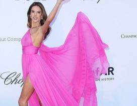 """Dàn """"thiên thần"""" nội y đọ dáng tại Cannes"""