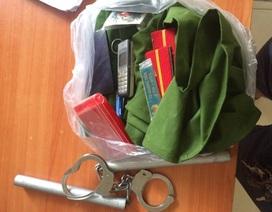 Băng trộm đột nhập nhà công an lấy cảnh phục và còng số 8