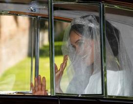 Cô dâu Meghan diện váy cưới tinh khôi tới lễ đường
