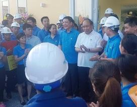 Thủ tướng kiểm tra thiết chế Công đoàn và thăm hỏi công nhân tại Hà Nam