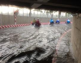 Hầm chui vừa thông xe đã ngập nước nghiêm trọng