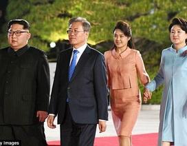 Cử chỉ gây chú ý của ông Kim Jong-un tại hội nghị liên Triều