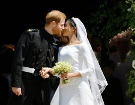 """Chuyên gia giải mã """"nụ hôn Hollywood"""" của cặp tân lang, tân nương Hoàng gia Anh"""