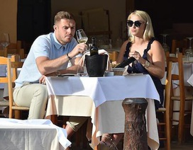 Trước thềm World Cup, thủ môn đội tuyển Anh tranh thủ cầu hôn bạn gái