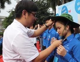 Ra quân chiến dịch tình nguyện Hè, thanh niên Thủ đô tích cực làm sạch đường phố