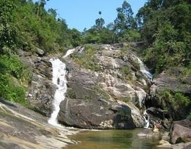 Đi tắm ở thác Mơ, một nam sinh bị trượt chân ngã xuống thác, tử vong