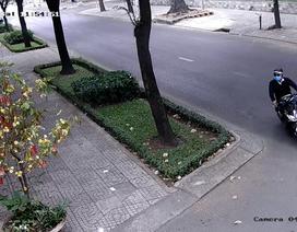 Camera ghi lại cảnh đối tượng giật dây chuyền của nhân viên Tổng lãnh sự Nga