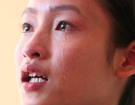 Giọt nước mắt xúc động của nữ sinh nghèo, mồ côi cha