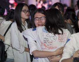 Những giọt nước mắt bịn rịn của teen Yên Hòa trong lễ tri ân