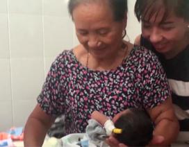 """Vụ bé  trai sơ sinh bị chôn dưới đất: Vũng nước mưa  đã """"cứu"""" bé"""