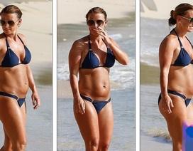 Coleen Rooney tự tin diện áo tắm sau 3 tháng sinh nở