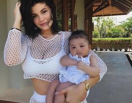 Kylie Jenner khoe con gái đáng yêu