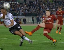 Hai tình huống mất phạt đền oan của AS Roma trước Liverpool