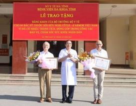 Trao bằng khen của Bộ trưởng Bộ Y tế cho 4 bác sĩ đến từ Pháp