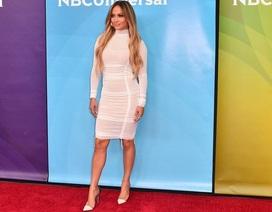 Jennifer Lopez trẻ trung với váy ôm sát