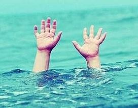 Những nguy hiểm rình rập khi đi bơi lội ngày hè