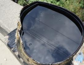 Bắt quả tang xe hút bể phốt đổ gần 3 tấn nhớt thải xuống cống